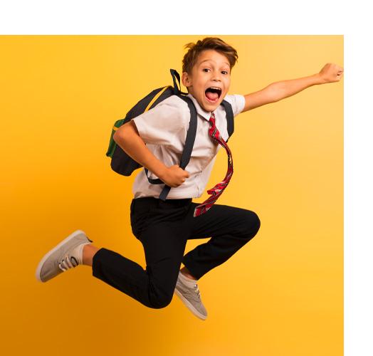 Enfant avec un cartable sur le dos