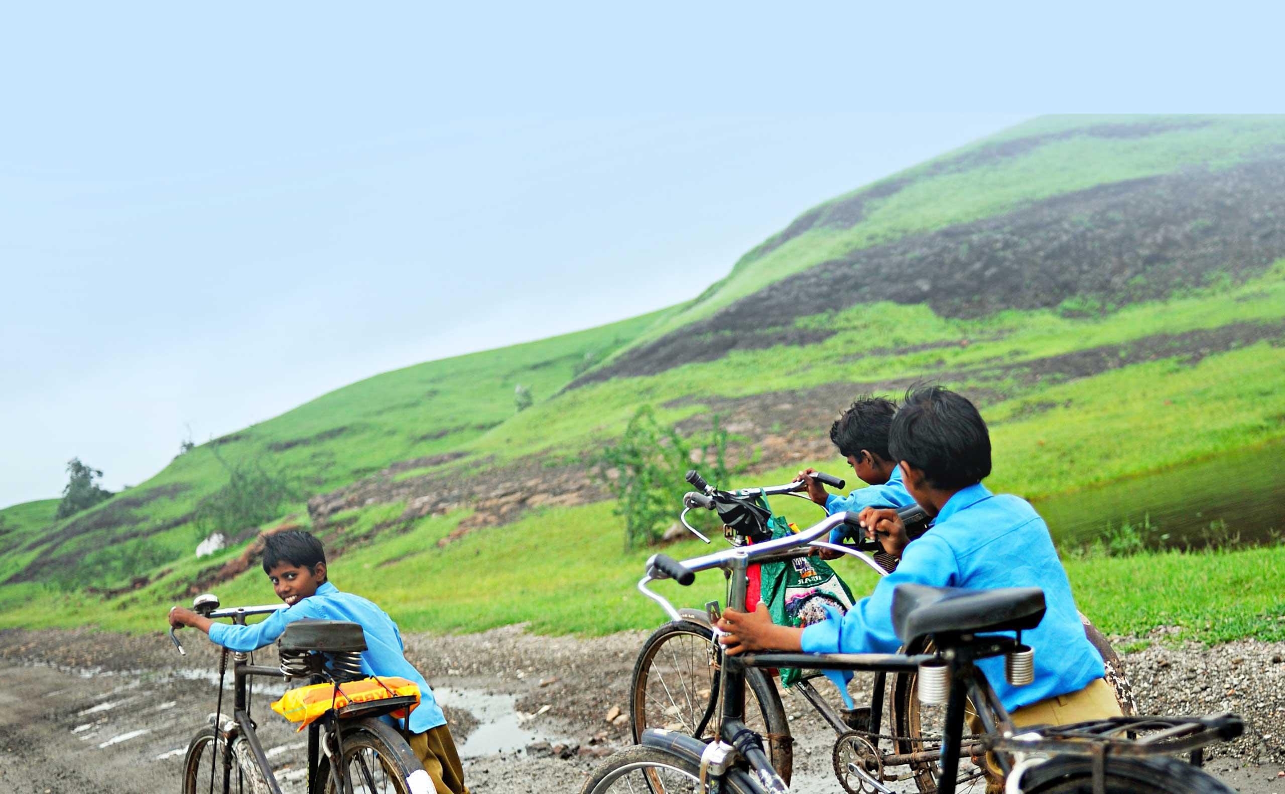 Enfants indiens sur le chemin de l'école