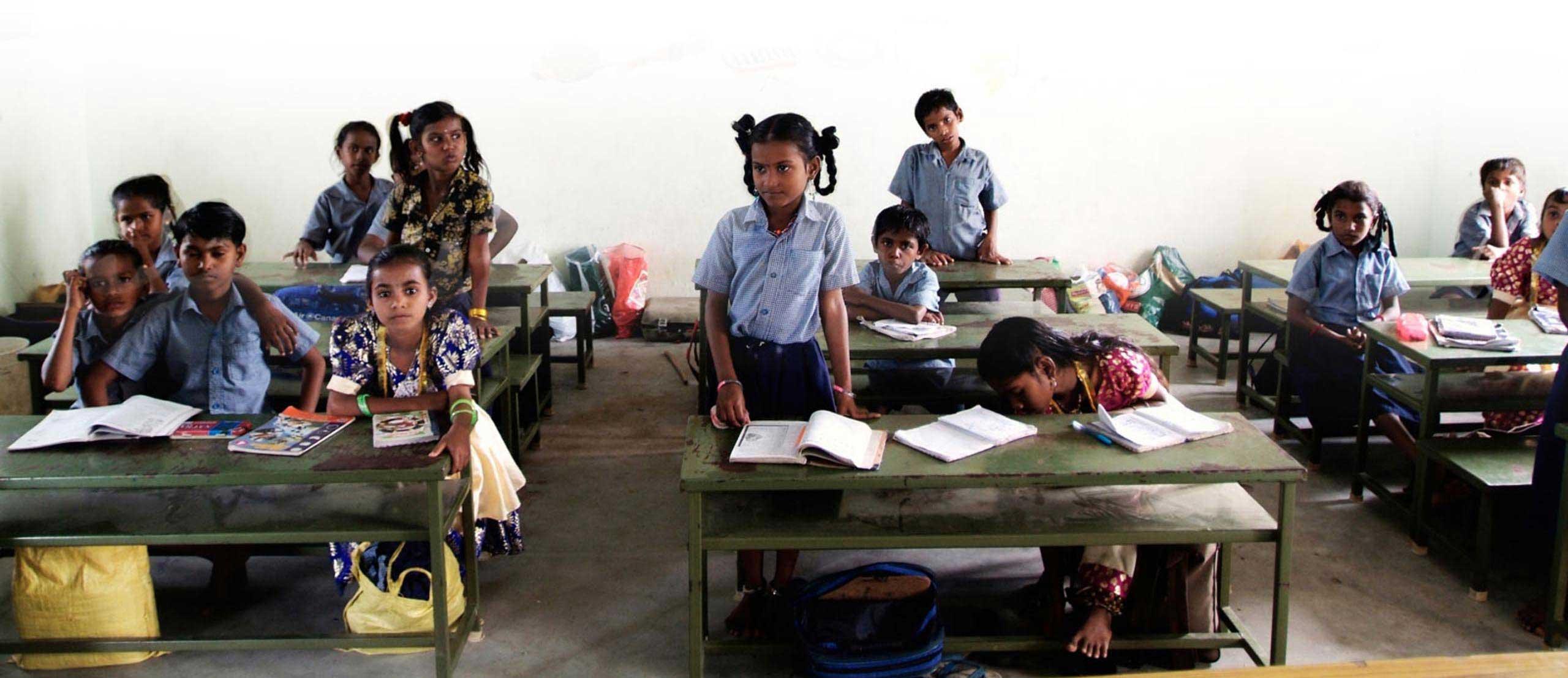 Enfants indiens dans leur classe d'école